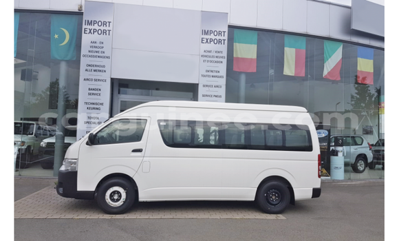 Medium with watermark toyota hiace conakry import dubai 4508