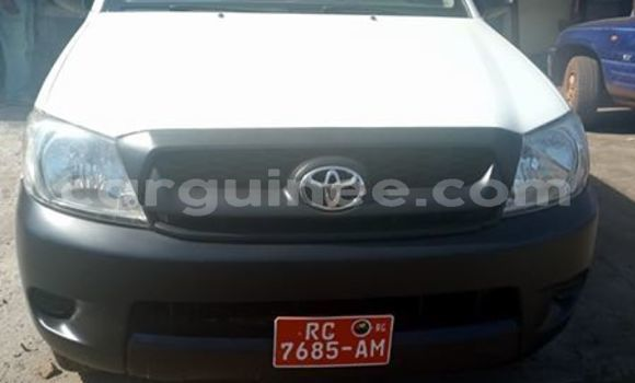Acheter Occasions Voiture Toyota Hilux Blanc à Matoto au Conakry