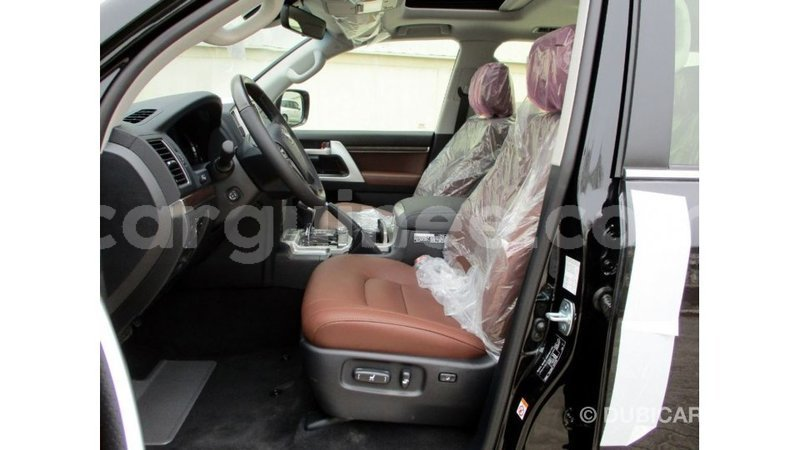 Big with watermark toyota land cruiser conakry import dubai 4898
