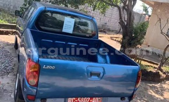 Buy Used Mitsubishi L200 Blue Car in Conakry in Conakry