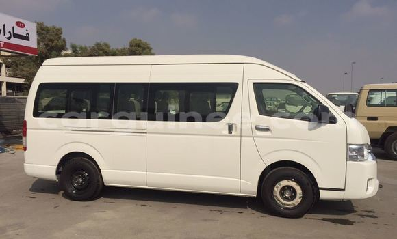Buy Imported Toyota HiAce White Car in Conakry in Conakry
