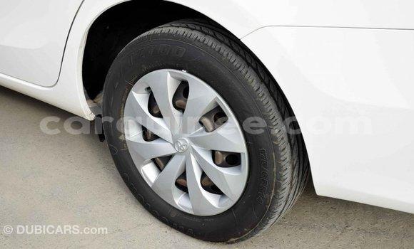Acheter Importé Voiture Toyota Yaris Blanc à Import - Dubai, Conakry