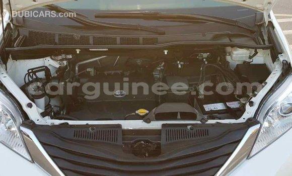 Acheter Importé Voiture Toyota Sienna Blanc à Import - Dubai, Conakry