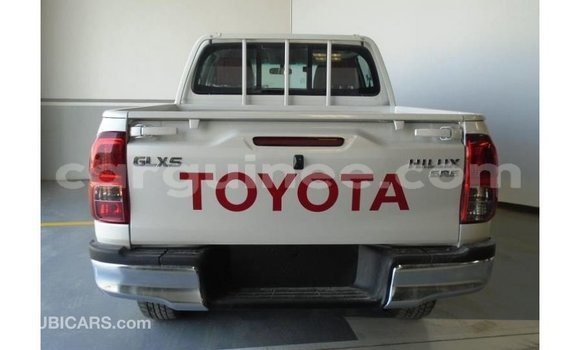 Buy Import Toyota Hilux White Car in Import - Dubai in Conakry