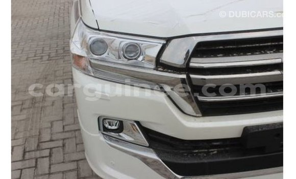 Buy Import Toyota Land Cruiser White Car in Import - Dubai in Conakry
