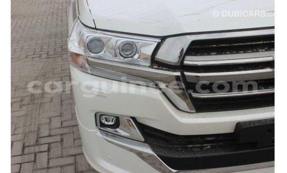 Acheter Importé Voiture Toyota Land Cruiser Blanc à Import - Dubai, Conakry
